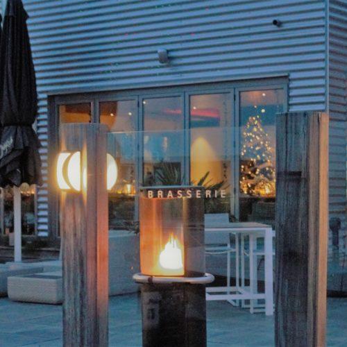 Terras van restaurant Blush aan de luxe jachthaven van Kamperland.